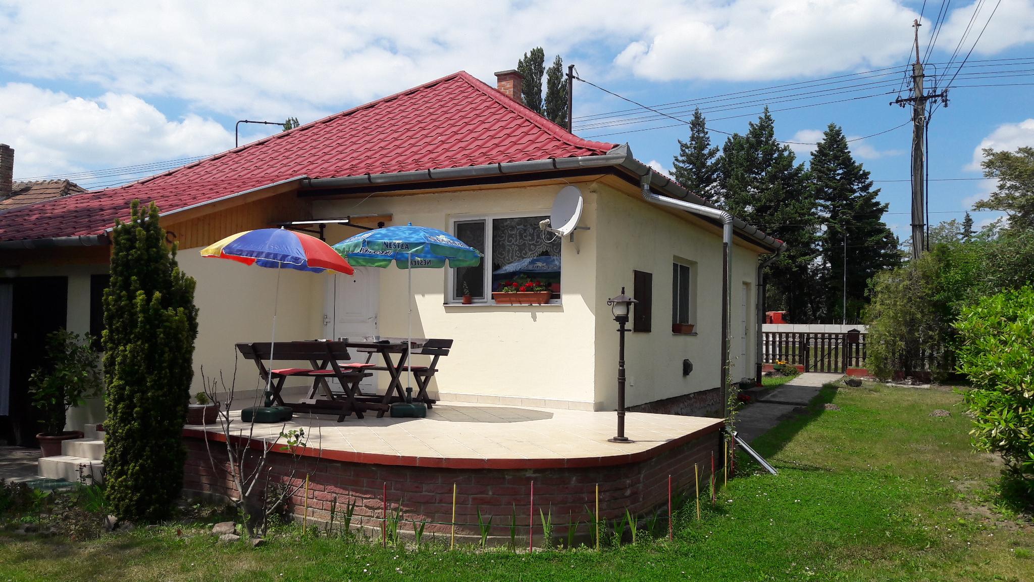 OBJEKT 108  Ferienhaus mit Wlan,Waschmaschine nur 150m vom See für 4 Personen