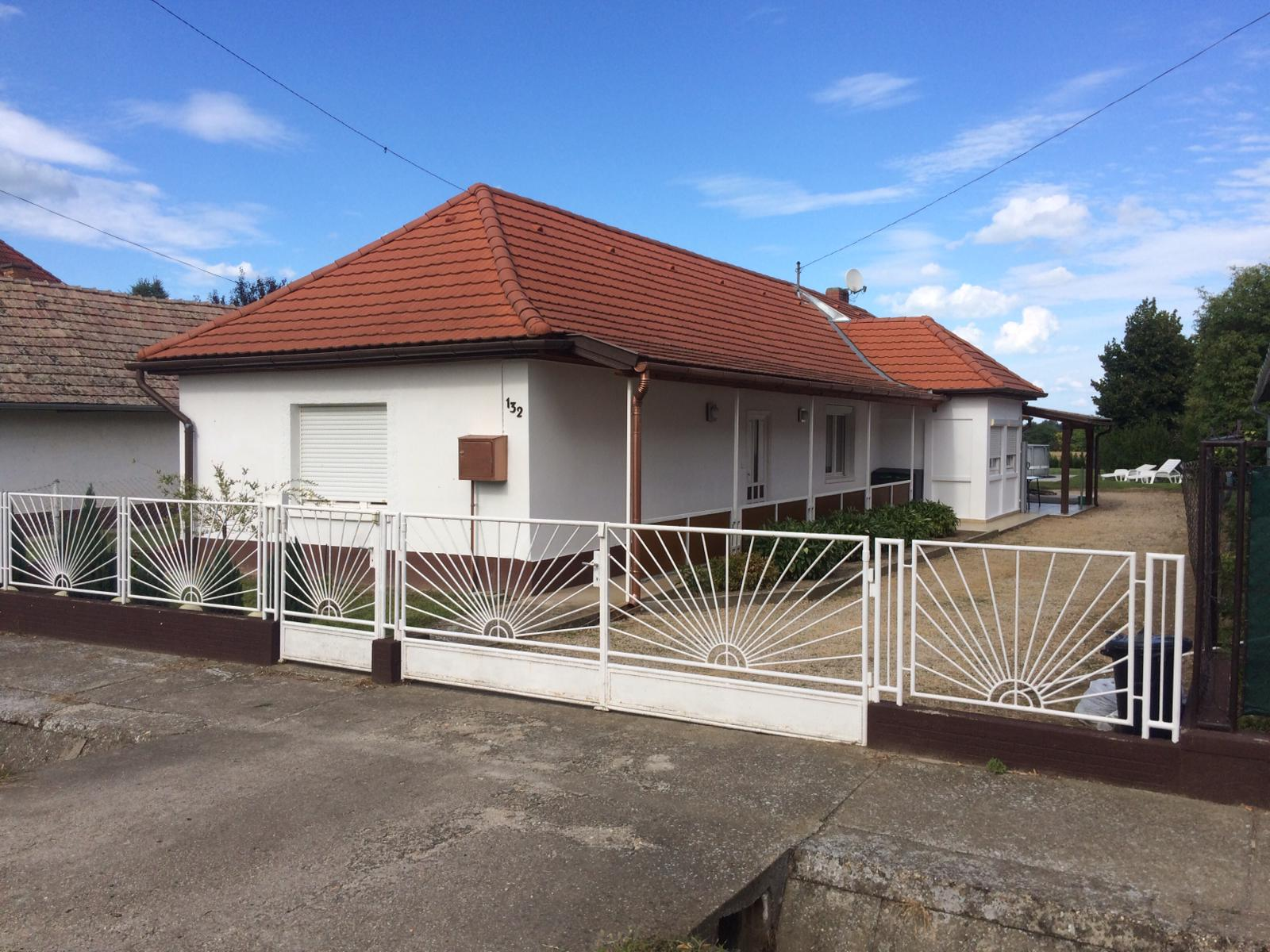 OBJEKT 300  Schönes Ferienhaus mit Pool,Wlan und Waschmaschine für 5 Personen