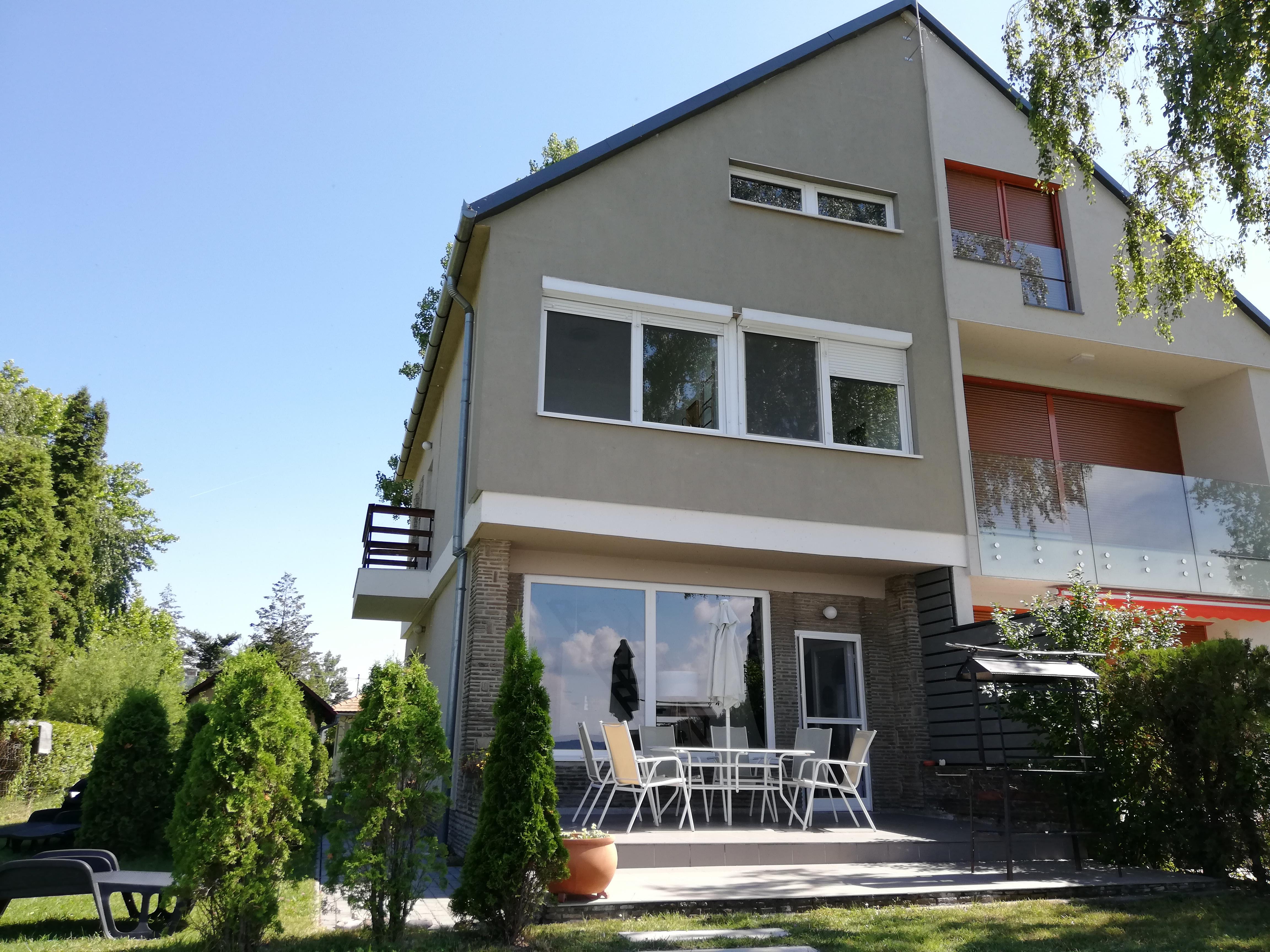 OBJEKT 101B  Ferienhaus direkt am See für 6 Personen