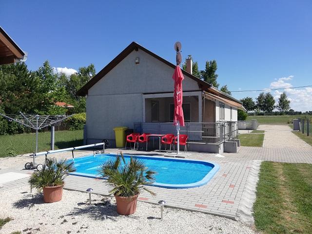 BF 155   Schönes Ferienhaus mit Pool,Wlan, Waschmaschine für 5 Personen