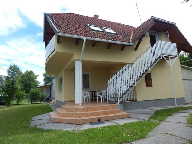 Objekt 109 AB  Ferienhaus direkt am See für 10 Personen