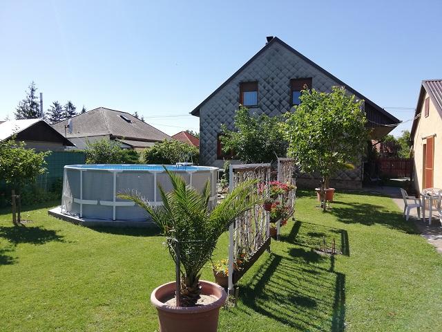 Objekt 202  Schönes Ferienhaus mit Pool,Waschmaschine,Wlan, Steg für 8-9 Personen