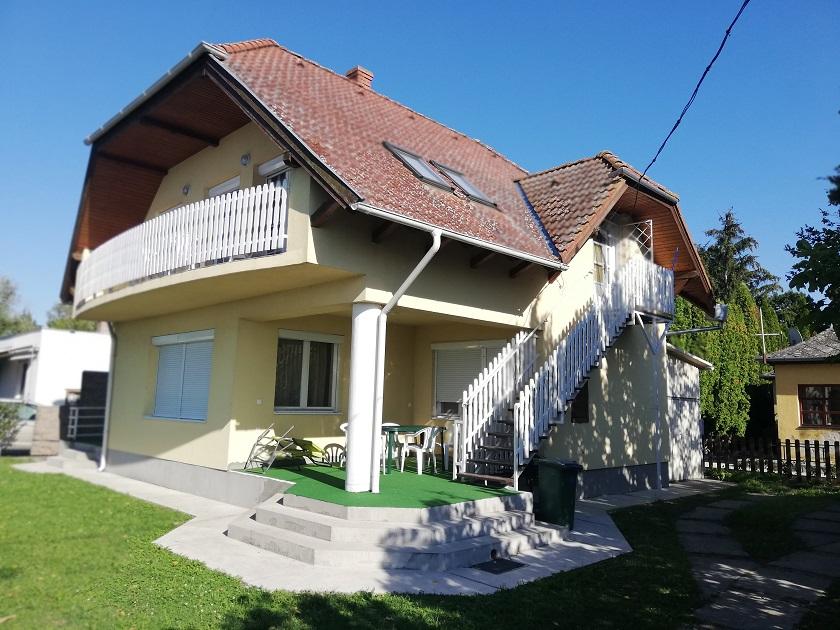 Objekt 115AB Ferienhaus mit 2 Wohnungen 50m vom Strand